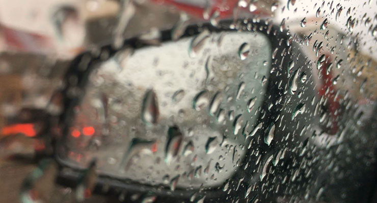 Mencegah Kaca Mobil Berembun