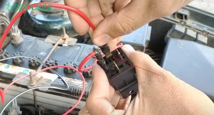 Setelah itu hubungkan pin 87 pada beban utama yaitu lampu