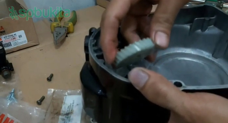 Mengganti Gear Pompa Oli Samping RX King